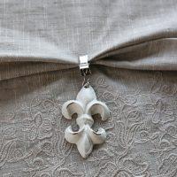 Tischtuchklammer franz. Lilie Antik Weiß