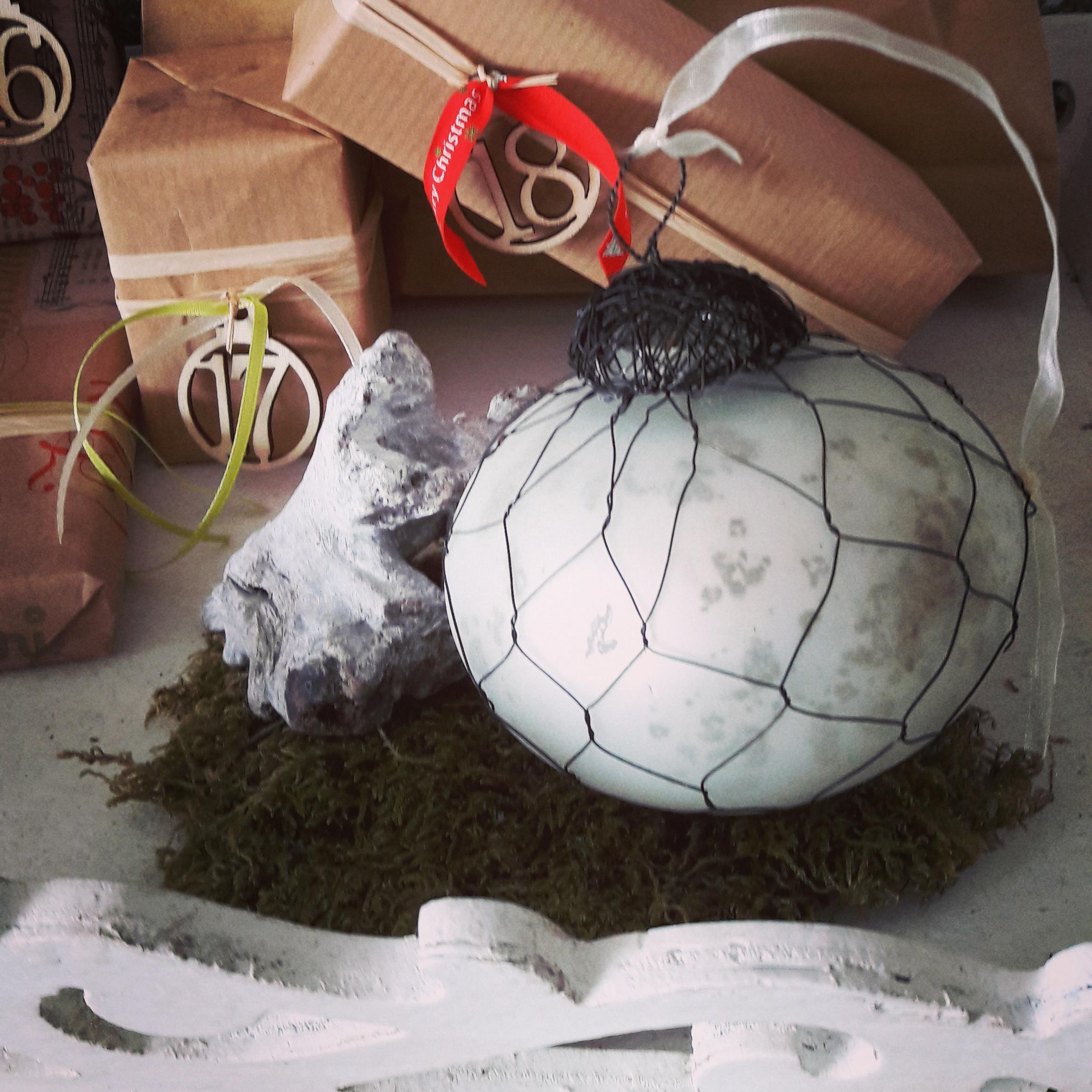 Weihnachtsbaumschmuck Kugel rund mit Netz