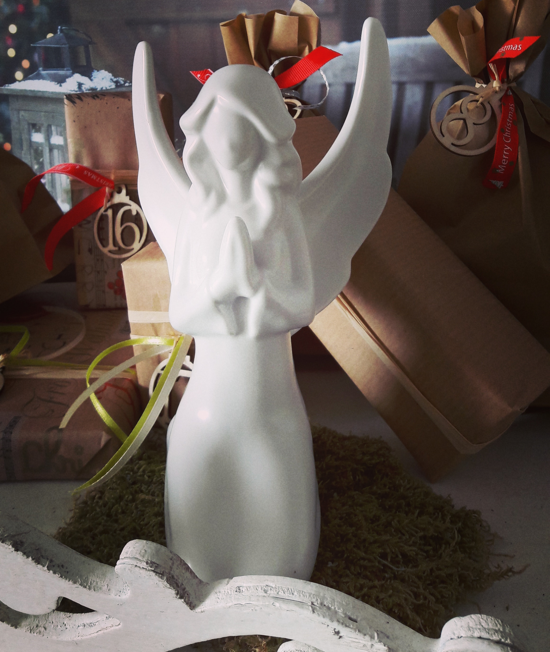 Engel Figur aus Porzellan